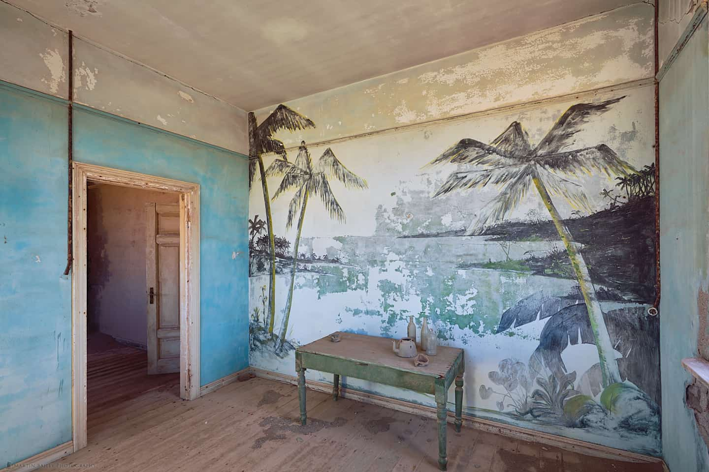 Elizabeth Bay Palm Tree Mural